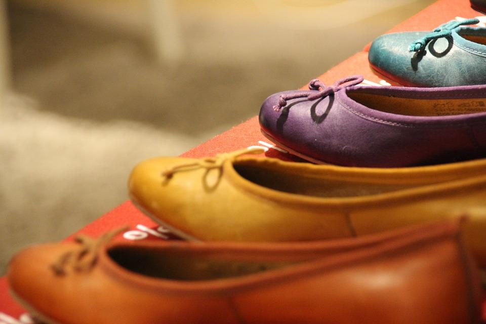 Успеть до 1 марта: как сделать описание обувных остатков в магазине?